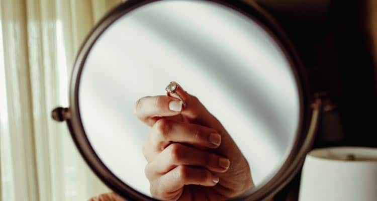 Ring in the mirror