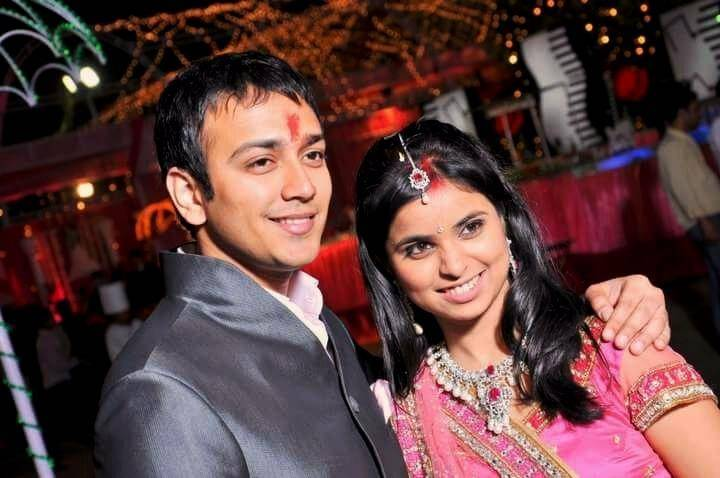 Antara rakesh with her husband