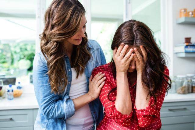 Woman-Comforting-Crying-Friend-1486144636-640x427