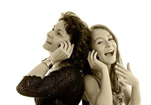 mother-daughter-phone