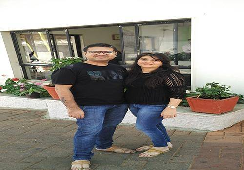 Himanshu Parmar with his wife