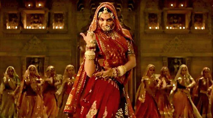 deepika dancing on ghoomer