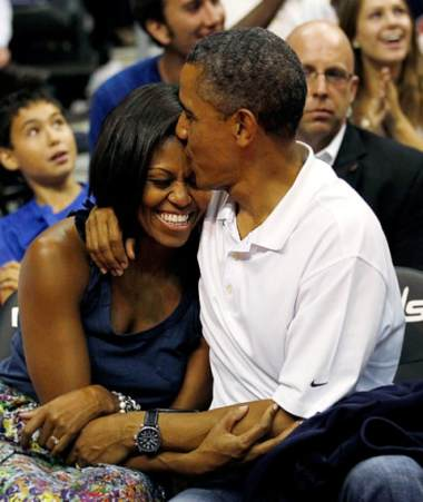 obama kisses michelle