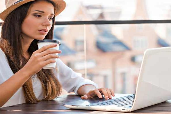 Lady-drinking-Coffee-on-Computer