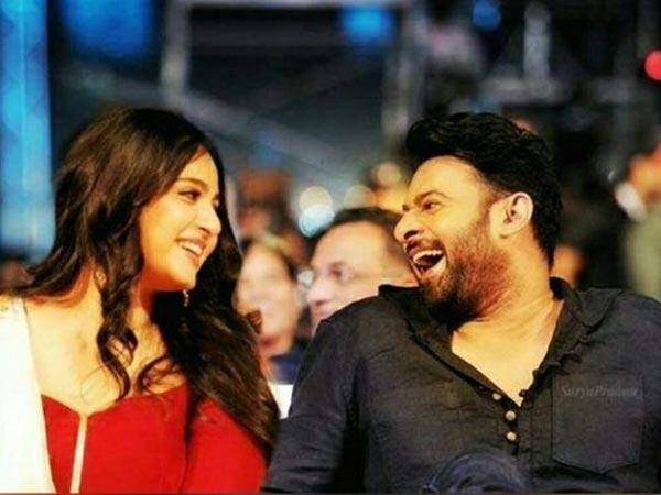 anushka laughing