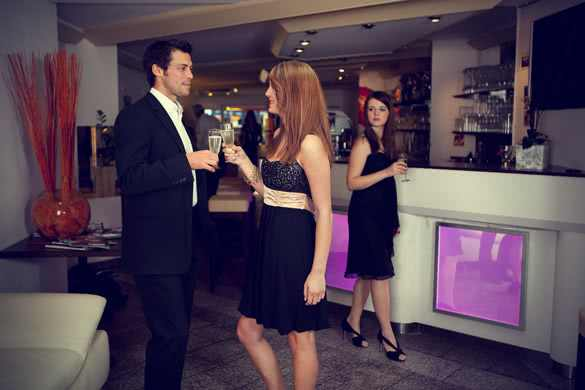 elegant-man-and-woman-drinking-champagne