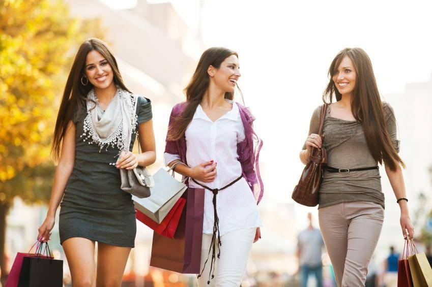 girls shopping as a therapy after break-up