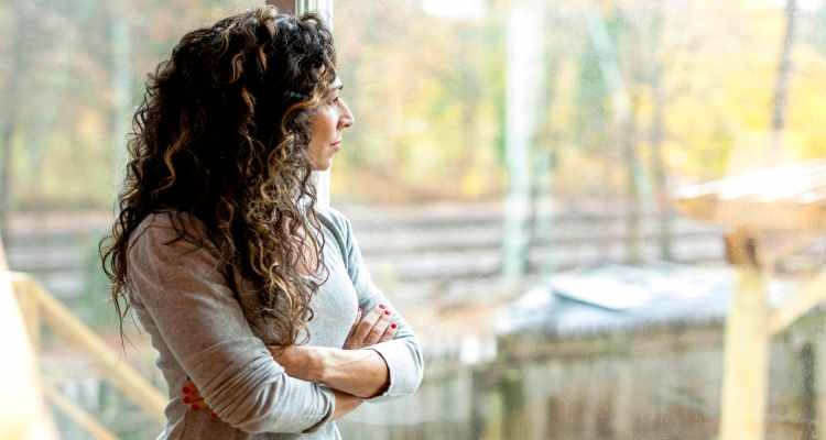 MATURE-WOMAN-LOOKING-OUT-WINDOW