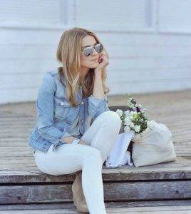 woman keeping it simple in white jeans and a denim jacket