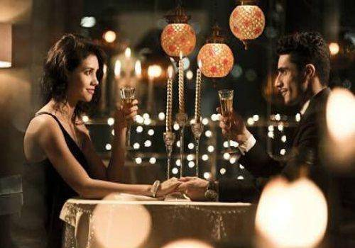 A romantic dinner date is one of the best gift ideas