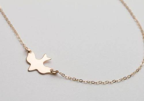 Bird necklaces are beautiful gift ideas