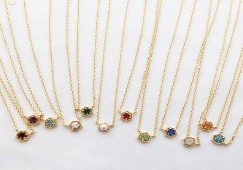 birthstone necklaces are great gift ideas for her