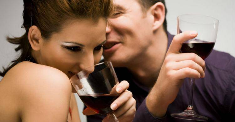 couple-drinking-wine