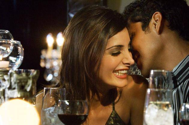 couple flirting-things happy couples do
