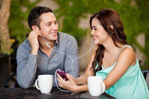 couple listening song together