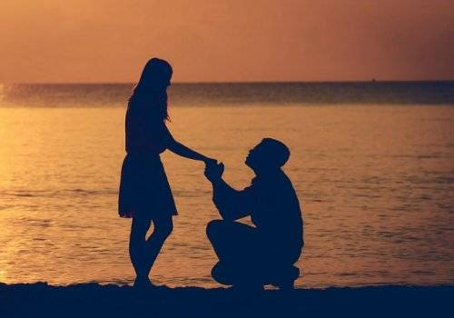 man propose girl silhouette