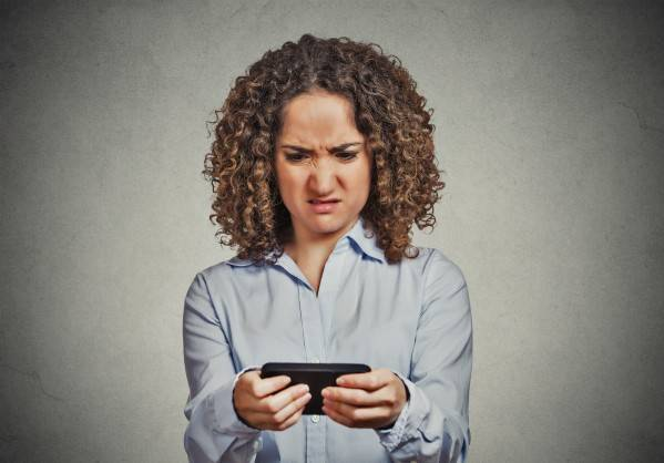 woman looking at phone. online dating advice