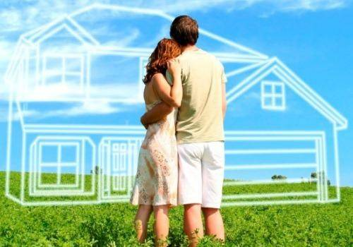 Couple-dreaming-to-buy-house