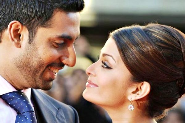 abhi and aish looking each other