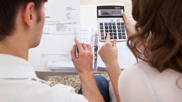 couple managing expenses