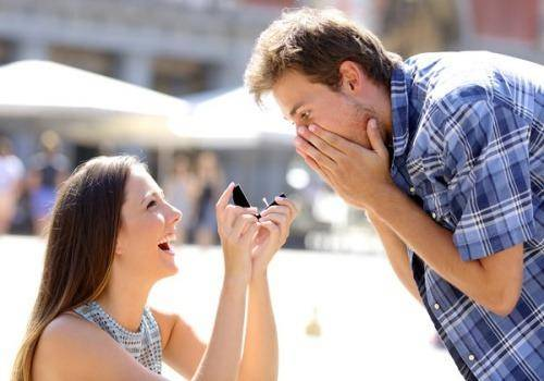 girl proposing to boy