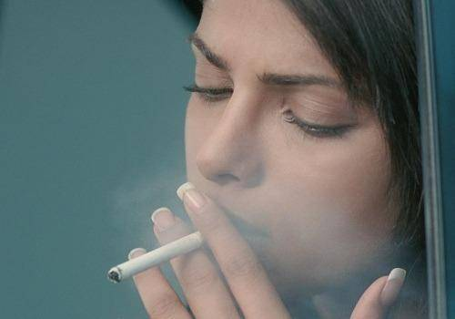 priyanka chopra smoking