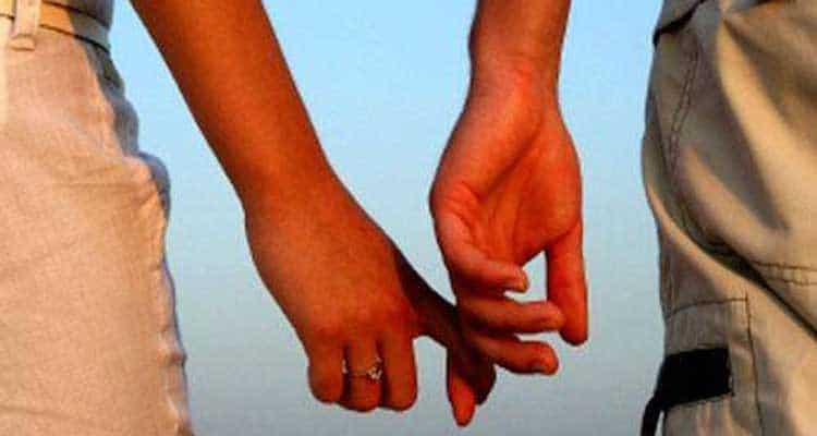 Couple colding each other hands