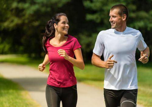 couple-running-together
