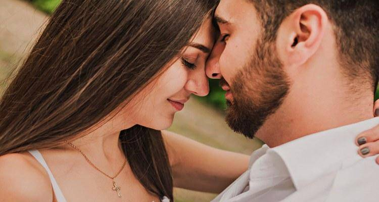 20 ways to make your husband fall in love with you again