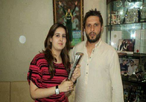 shahid afridi and wife