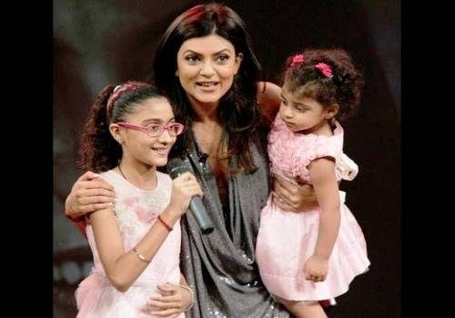 sushmita sen with two daughter