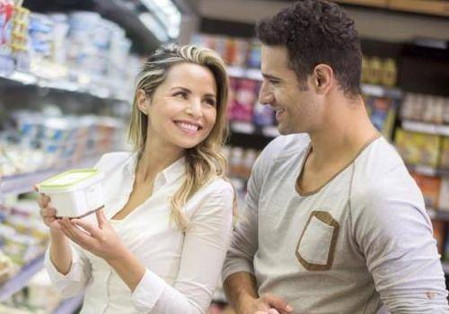 Couple-Grocery-Shopping-1