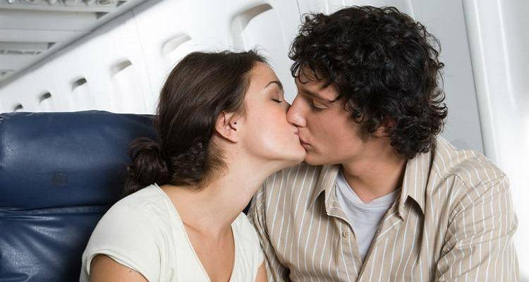 couple-kissing-in-airplane