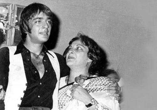 sanjay with his mother nargis