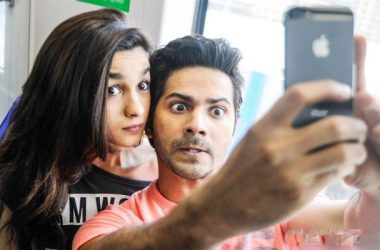alia and varun dhawan. Couple poses for the best selfies