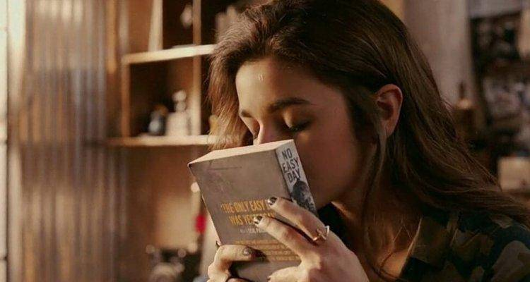 alia bhatt with book