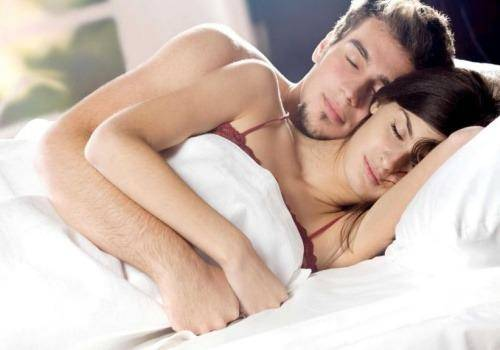 couple-in-bed-1
