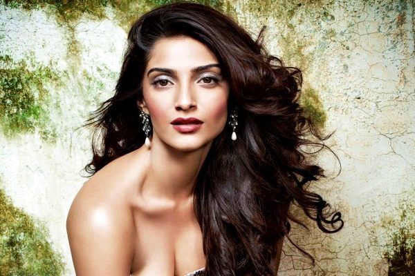 stylish sonam kapoor in wallpaper