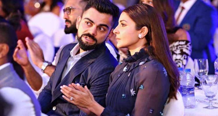 virat and anushka in award function