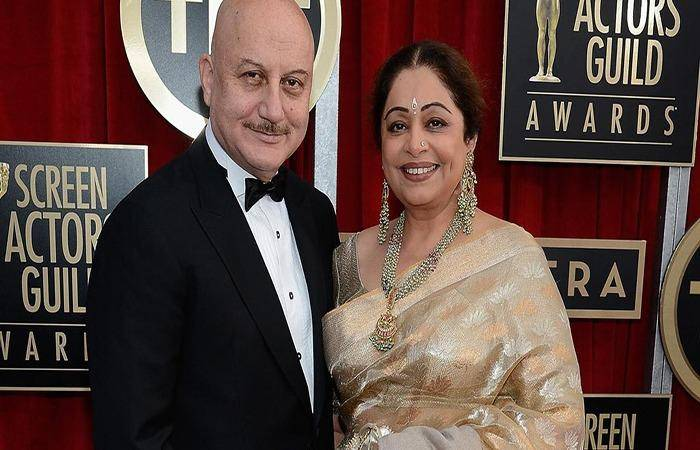 Kirron Kher and Anupam Kher at an award ceremony