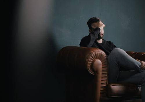 being alone after divorce feels more stressful to men