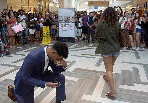 men think proposing women in front of a public is romantic but women might not think so