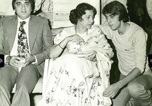 Sanjay dutt and his mother nargis were very close
