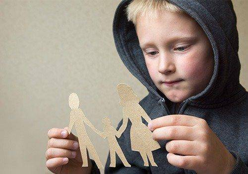 Child after parents divorce. The negative effects of divorce on children are many