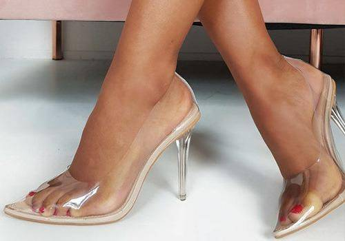 13 reasons why women can't orgasm. wearing heels is one.