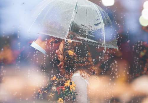 dating in a monsoon is very romantic thing. A monsoon special story you must read