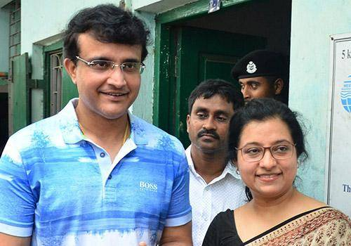 Sourav gangualy & his wife visiting market