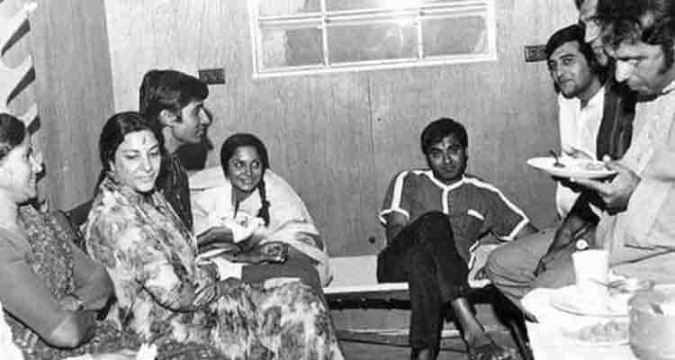 amitabh and sunil dutt in sets