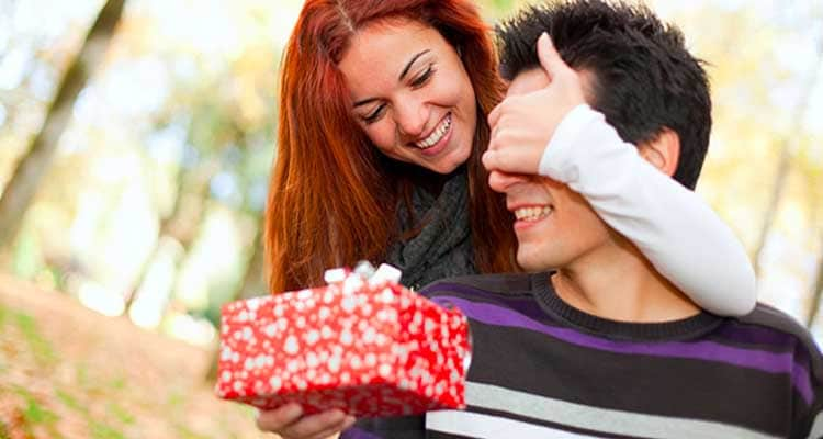 girl who buys gift for him