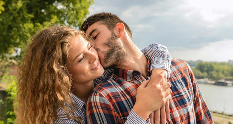 20 Little Things To Make Your Girlfriend Happy, Really Happy!